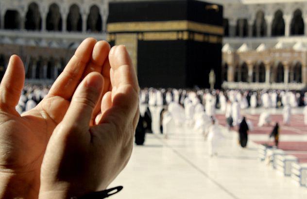 Praying-Kaaba